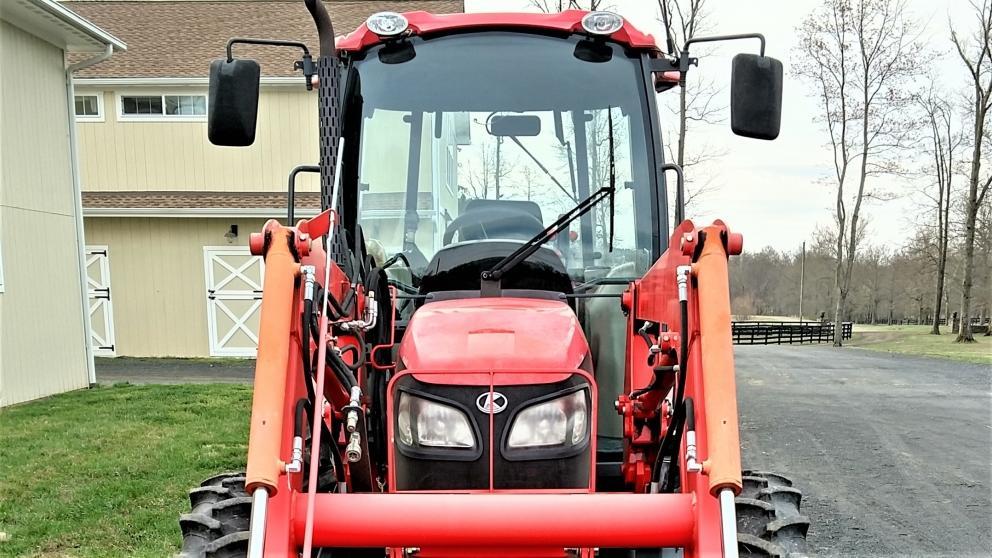 Kubota M7040D Tractor