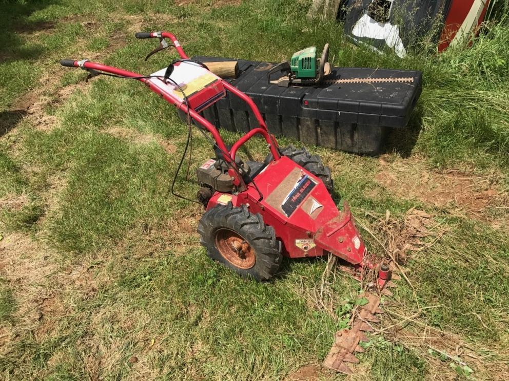 Estate Farm Equipment, Tools, Advertising at Auction   R  Craig