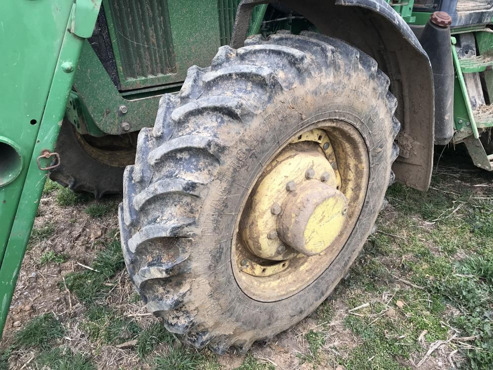 John Deere 7210 tractor