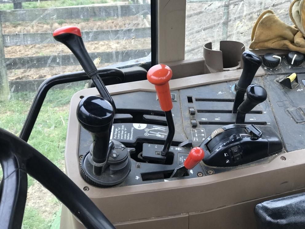 John Deere 7210 tractor, power reverser