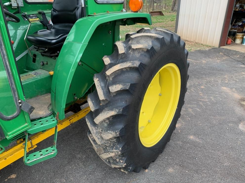 John Deere 1070 tractor, good tires