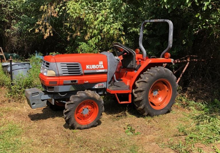 Kubota L2900 Tractor, 4x4, Shuttle Trans, 463 hours - 1