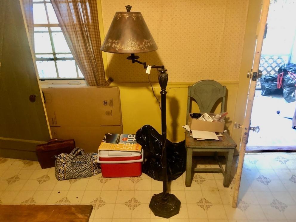 Free standing lamp