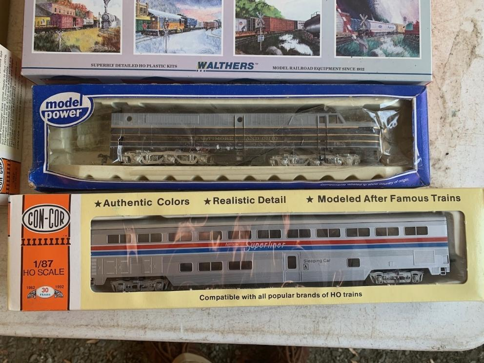 HO Scale model Trains: Baltimore & Ohio Engine and Con-Cor Super liner Amtrak Sleeping Car
