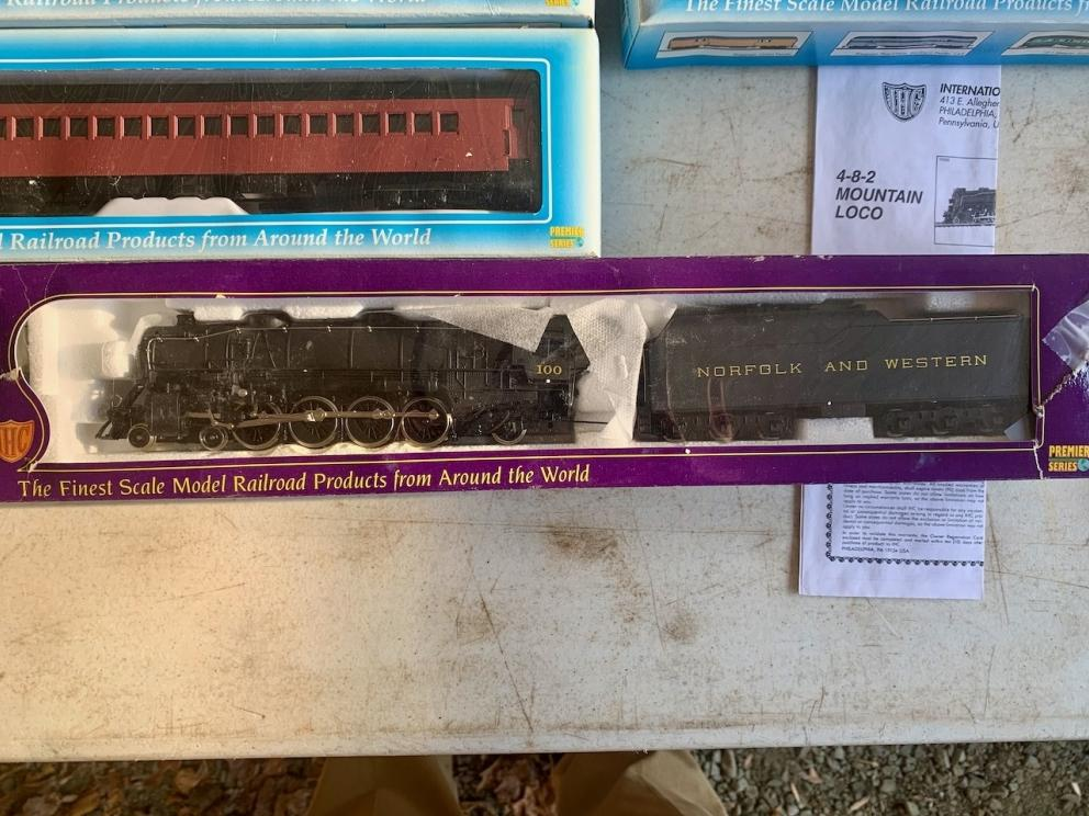 IHC, Norfolk and Western Steam Locomotive and Coal Tender, #100