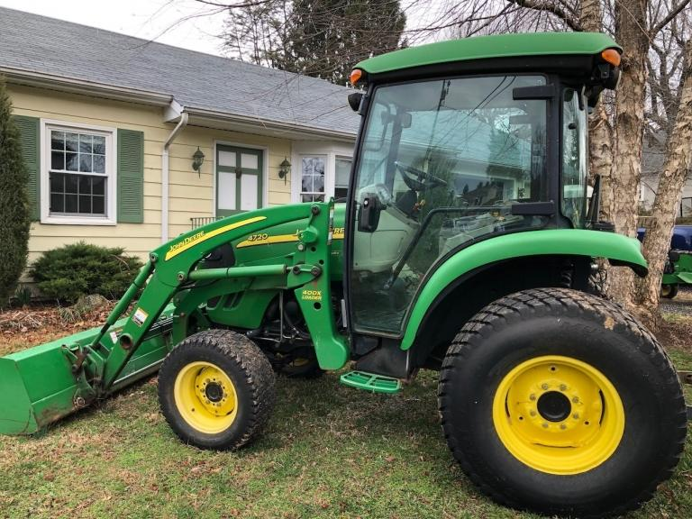 John Deere 4720 Tractor with Cab and 400X Loader