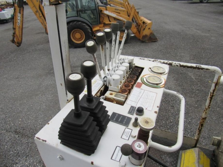 Image for 2002 GMC C7500 S/A Digger Derrick Truck | CAT Diesel Engine | Front & Rear Stabilizers | Work Lights