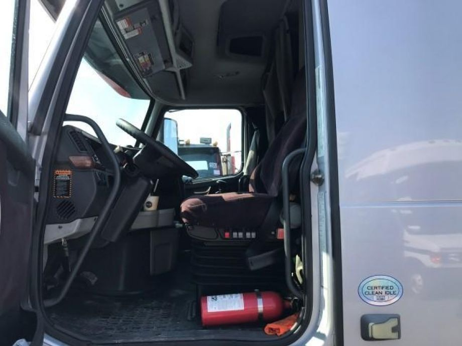 Image for 2012 Volvo T/A Sleeper Cab Road Tractor | 6 Cylinder Diesel | Air Brakes