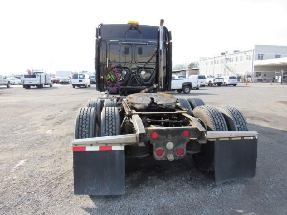 Image for 2011 Freightliner Cascadia T/A Sleeper Road Tractor | Dual Fuel Tanks