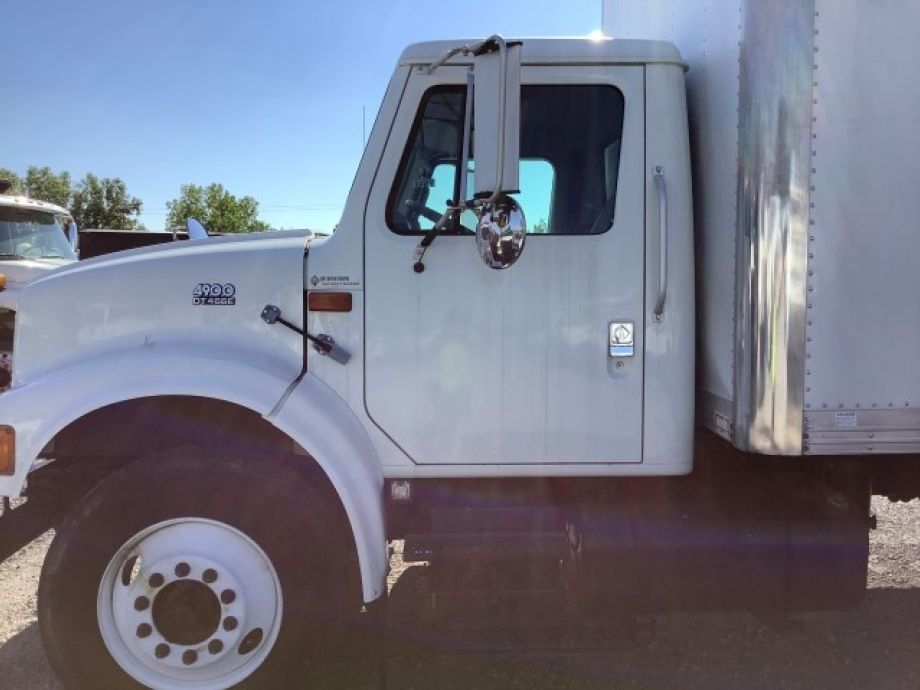 Image for 1999 International 4900 24' S/A Box/Insulation Truck w/ Blower | 6 Cylinder Diesel | Rear Barn Door