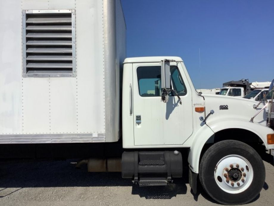 Image for 1999 International 4900 24' S/A Box/Insulation Truck w/ Blower