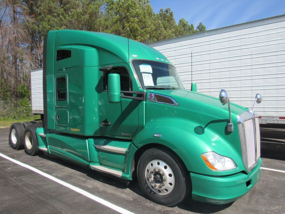 Image for EXTREMELY WELL-MAINTAINED! (13) 2015 Kenworth Sleeper Cab Road Tractors