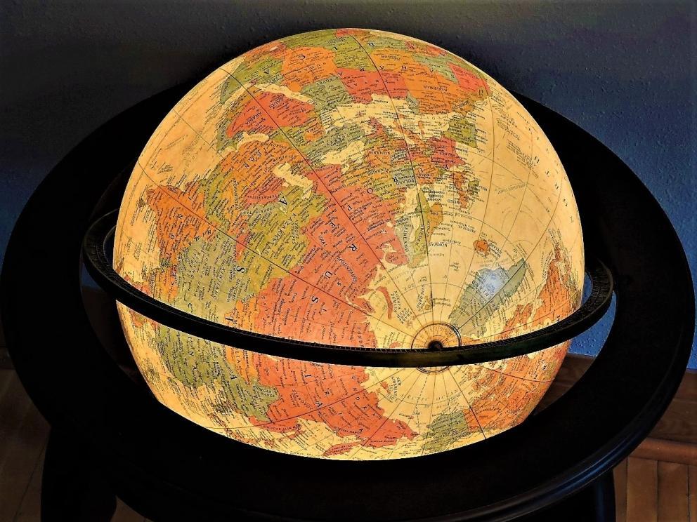 Illuminated Queen Ann Globe