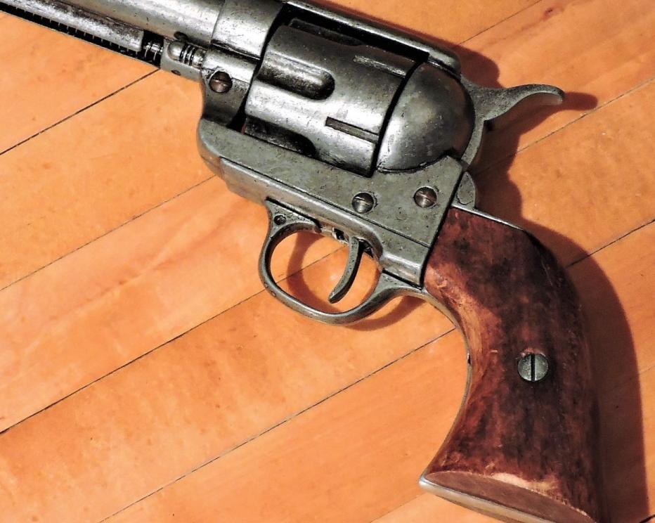 REPLICA WESTERN DECORATIVE HAND GUN FOR DISPLAY