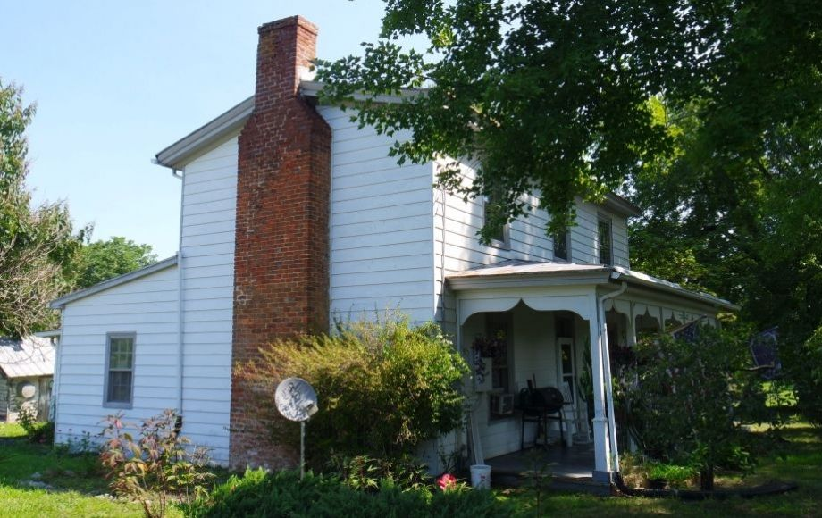 3 Br Farm House On 4 2 Acres W Outbuildings In